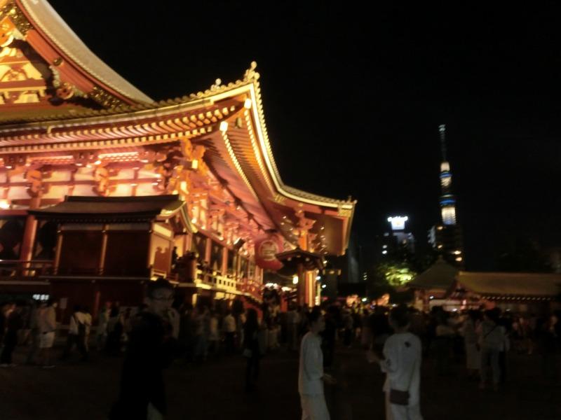 浅草神社とスカイツリー