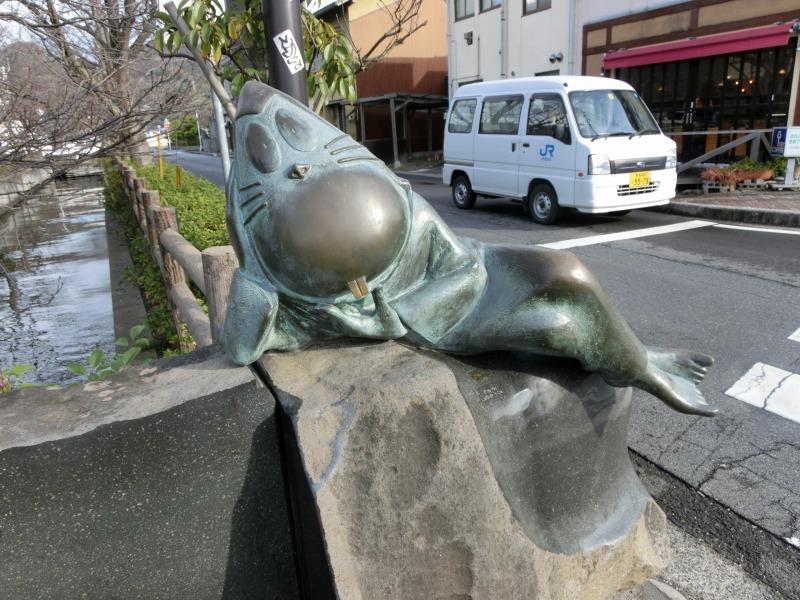 ねずみ男のブロンズ像