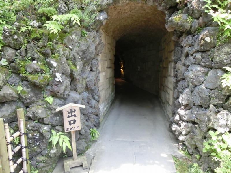 弁天窟の出口