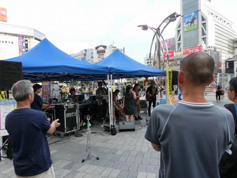 錦糸町駅前での演奏
