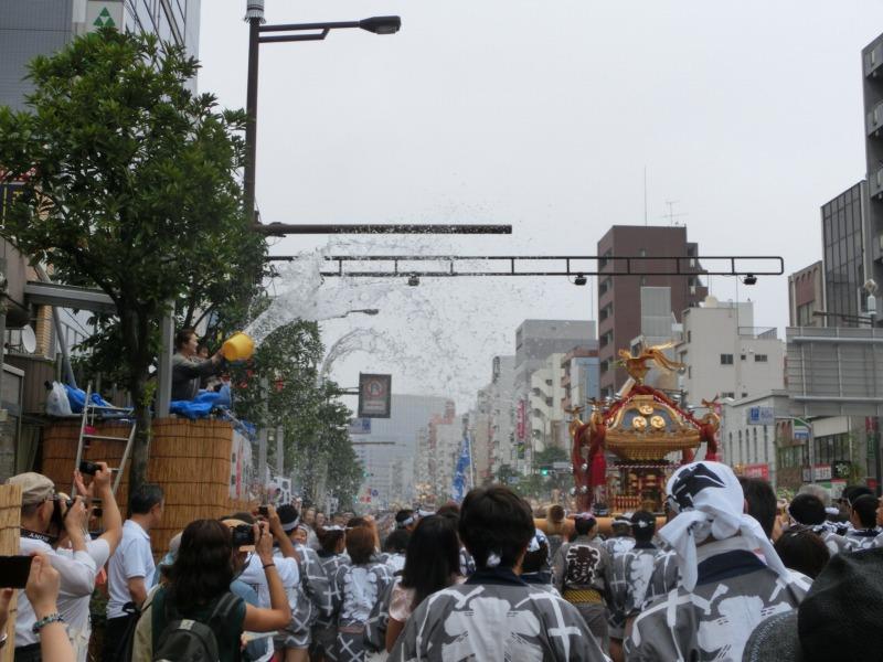 神輿への放水