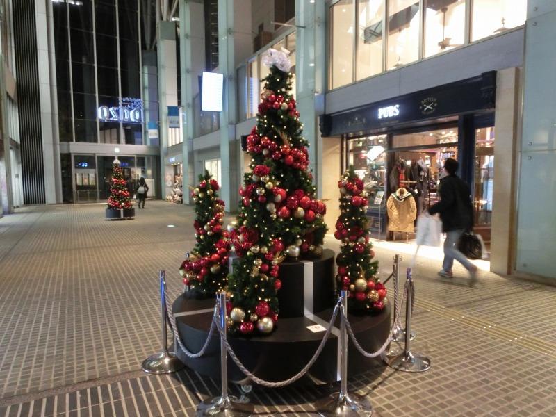 通路のクリスマスツリー