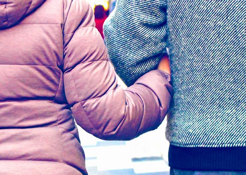 冬支度のカップル