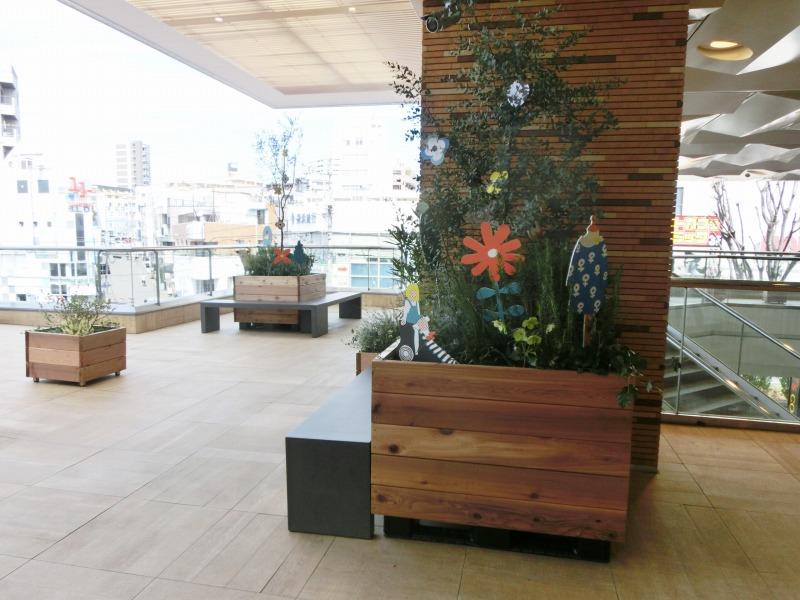植栽と休憩スペース