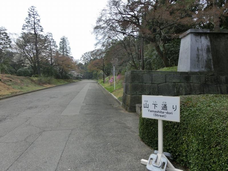 山下通りへの道
