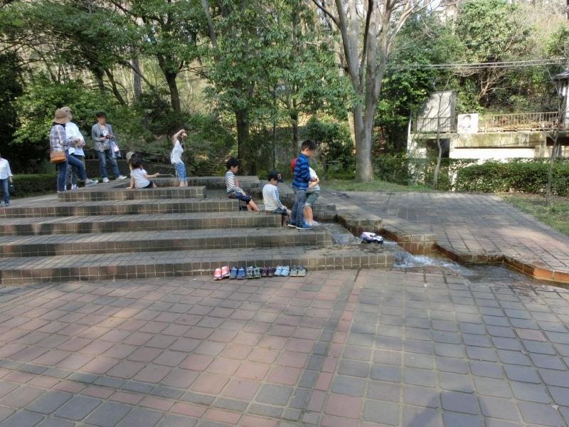 芦ヶ谷公園の版画美術館前
