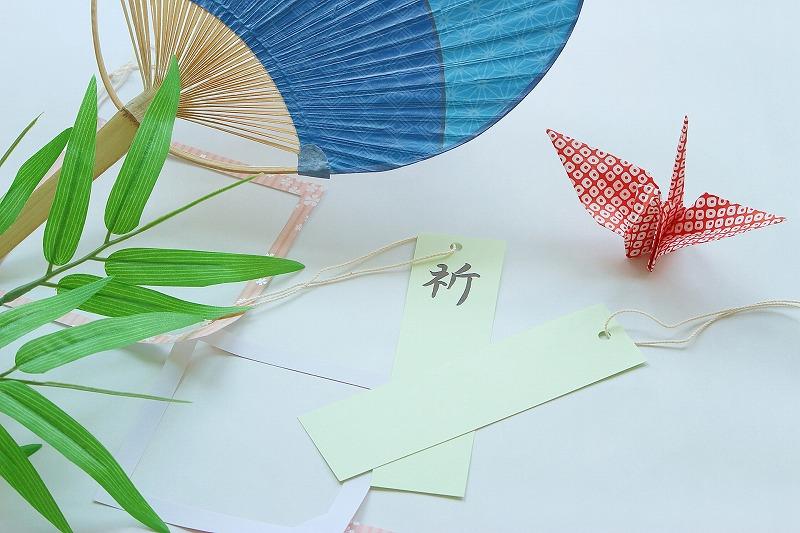 短冊と折り鶴