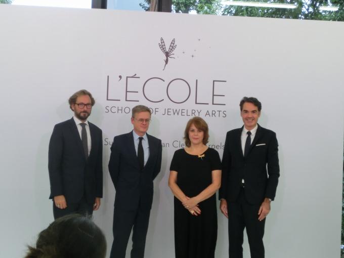 フランス大使と学長と講師