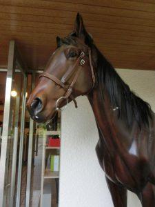 入り口の馬の像