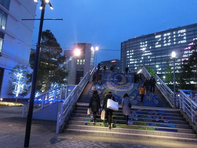 すずかけ通り歩道橋階段